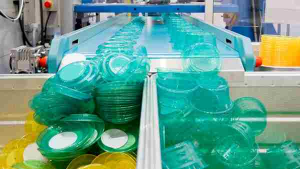 Mass Production Of green and yellow Plastic Lids And Containers